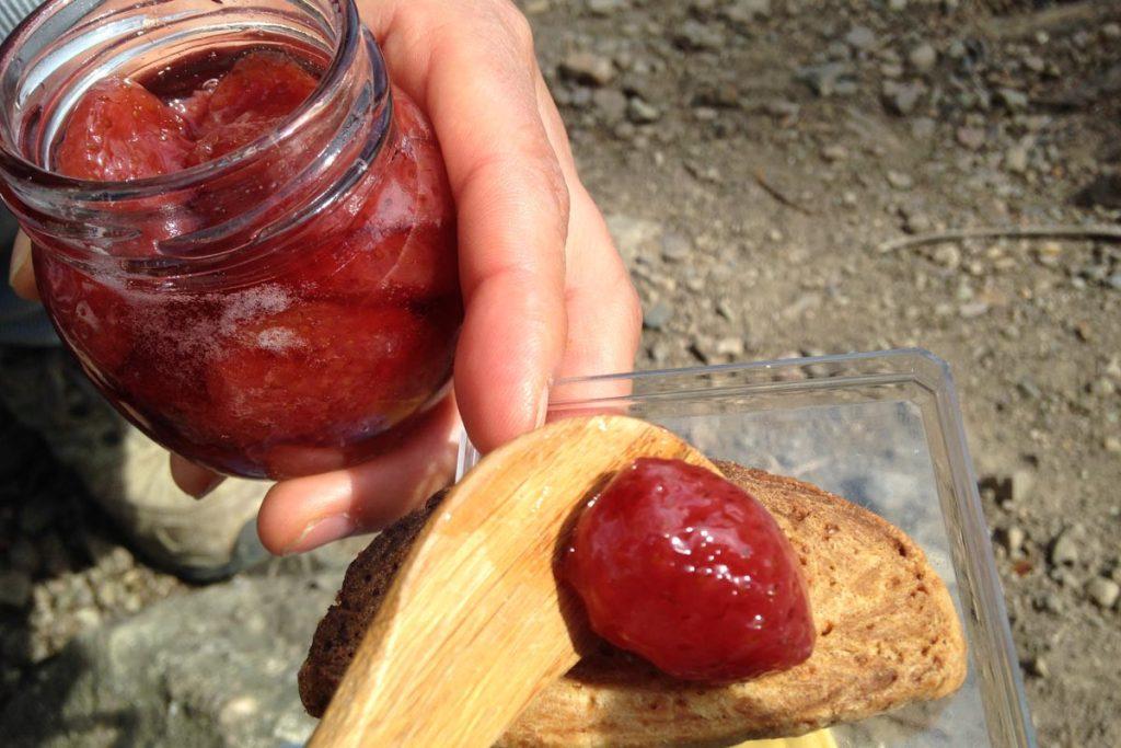 비스킷과 딸기 잼 디저트